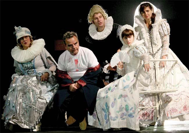 """Pyramus&Thisbe 4 You""la Teatrul ""Luceafarul"""