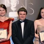 Echipa care ne-a adus doua premii la editia din acest an a Festivalului de Film de la Cannes (de la stinga la dreapta): Cristina Flutur, Cristian Mungiu si Cosmina Stratan