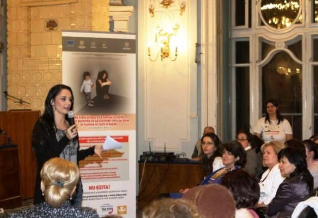Andreea Marin-Bănică se întâlnește cu mămicile la Iulius Mall/ 15 octombrie 2012
