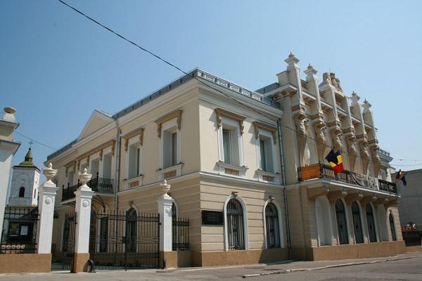 """Expoziţie de pictură de Viorica Toporaș – """"Albastruri""""/ 5 – 16 noiembrie muzeul unirii"""