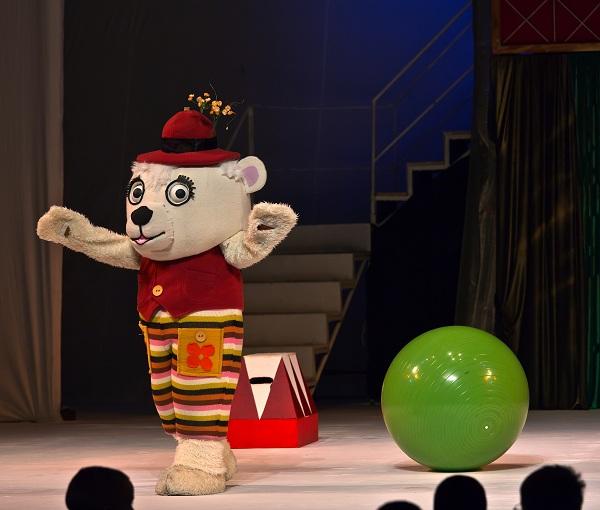 """Spectacolul """"Fram, ursul polar"""" teatrul luceafarul iasi fotografie"""