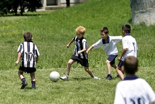 Proiect pentru copiii din satele ieşene care visează să devină fotbalişti/ Iasi