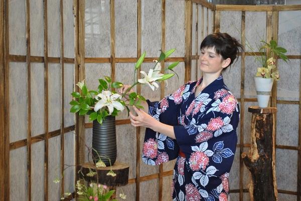 Inițiere în Ikebana, arta japoneză a aranjamentelor florale. Scurtă descriere a cursului