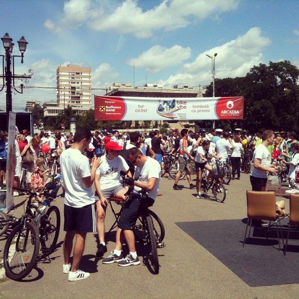 Turul ciclist Arcadia BikeVibe FOTOGRAFIE DE LA PUNCTUL DE PLECARE/ SOSIRE IASI Palatul Culturii