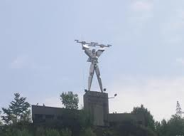 Simbolica STATUIE a ENERGETICIANULUI de la barajul CHE Vidraru