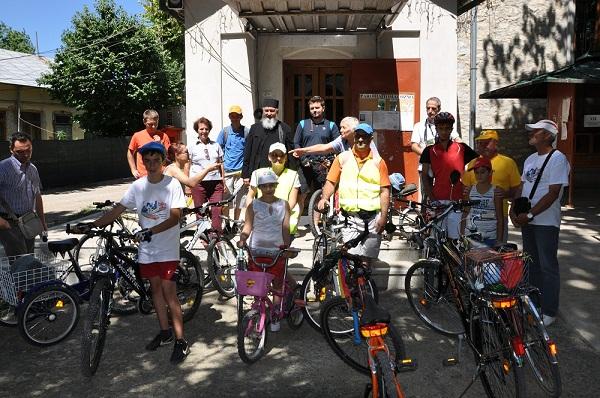 parohia-toma-cozma-iasi-pelerinaj-bicicleta-foto-manastire