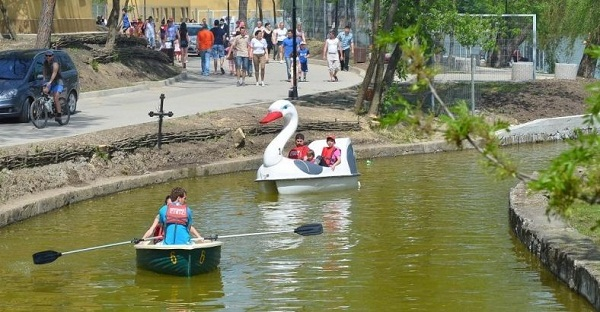 foto-ciric-iasi-lac-barca-hidrobicicleta-reduceri