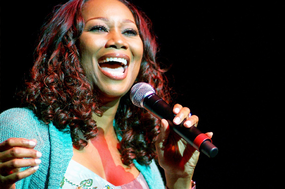 27-august-yolanda-adams-power-play-foto