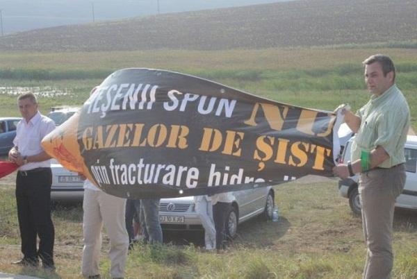 proteste-de-strada-in-romania-si-europa-impotriva-exploatarii-gazelor-de-sist-rosia-montana-iasi-1-septembrie-2013