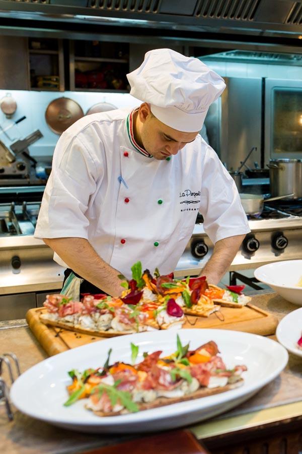 Iulian Ciurilă, chef al unui renumit restaurant deţinut de Jamie Oliver în Londra