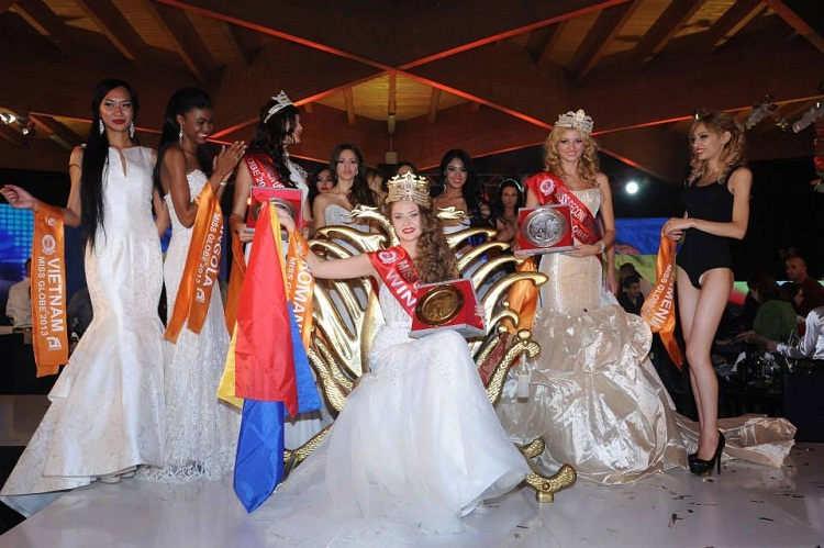 o-ieseanca-a-castigat-titlul-mondial-la-frumusete-bianca-paduraru-iasi-miss-globe-2013-romania-foto