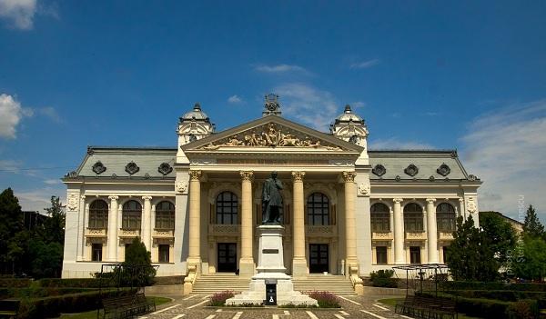 Teatrul-National-Iasi-foto