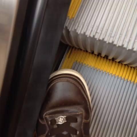 papuci-curatat-scara-rulanta-esti-din-iasi-daca