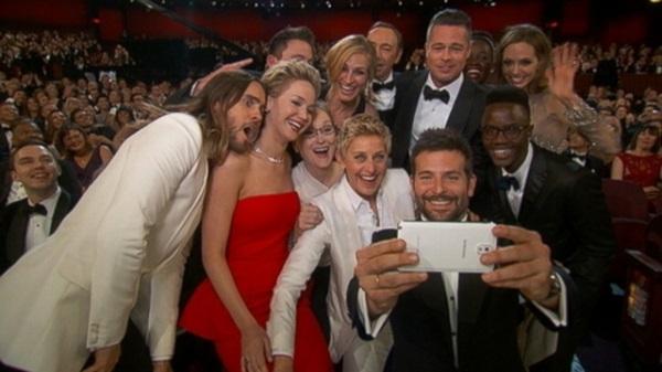 Selfie Oscar Gadget My love - ce sunt selfie-urile si de ce suntem obsedati dupa aceastea