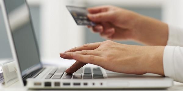 cumparaturi-online-in-timpul-serviciului-foto