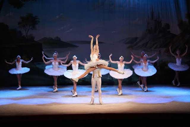 balet-pe-gheata-frumoasa-di