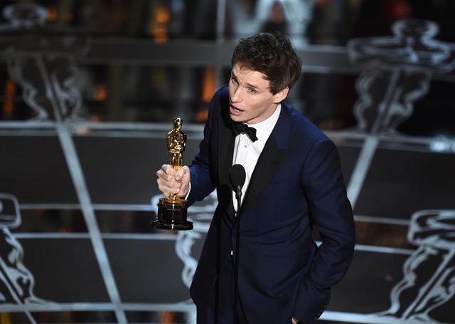 "Eddie Redmayne, protagonistul peliculei ""The Theory of Everything"" a castigat ""premiul pentru c""cel mai bun actor in rol principal""."