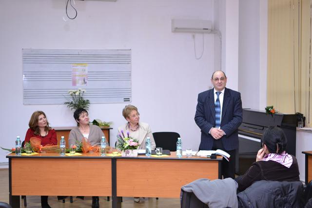 """Anul trecut ,Colocviul Naţional de Muzicologie a fost prezentat de profesorul universitar doctor Gheorghe Duţică şi a avut ca tematică """"Arta sonoră şi interdisciplinaritatea""""."""