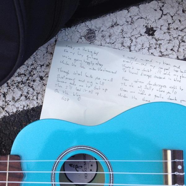 ghitara-havaiana-ben-muzica-romania-foto-twitter-2015