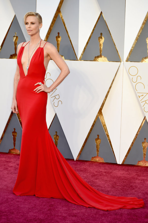Charlize Theron, intr-o superba rochie Dior.